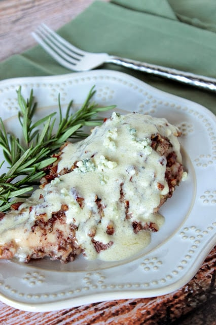 Pecan Chicken with Blue Cheese Sauce Recipe