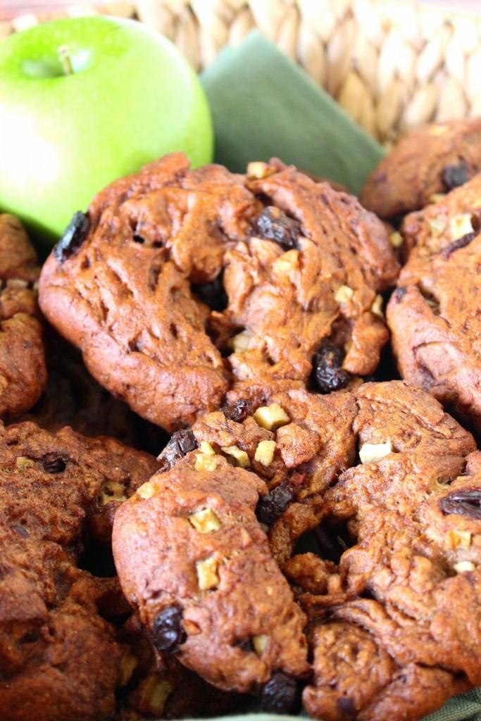 Apple and Cinnamon Whole Wheat Bagel with Raisins Recipe / www.kudoskitchenbyrenee.com