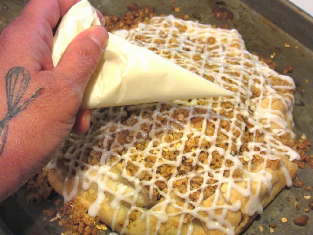Apple Pie Crostata - https://kudoskitchenbyrenee.com///2015/04/apple-crumble-crostata.html