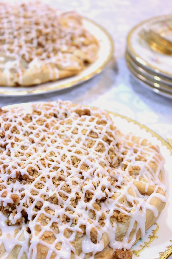 https://kudoskitchenbyrenee.com///2015/04/apple-crumble-crostata.html