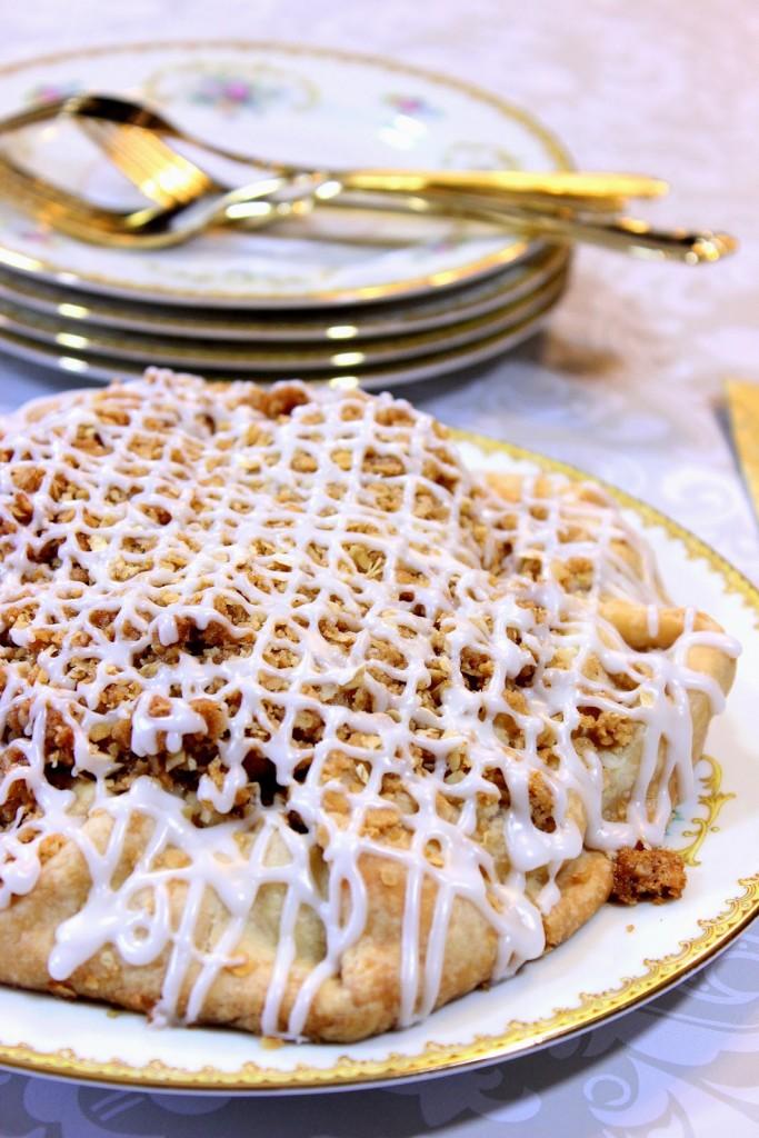 https://kudoskitchenbyrenee.com///2015/04/apple-crumble-crostata.html