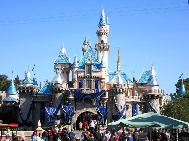 Patriotic White Chocolate Covered Frozen Bananas and Disneyland - kudoskitchenbyrenee.com