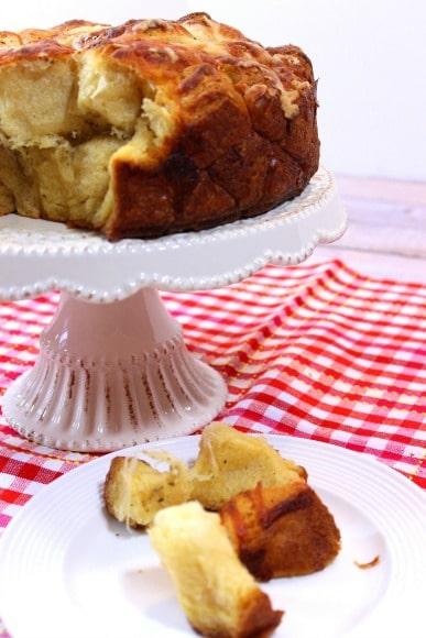 Easy & Cheesy Garlic Monkey Bread - kudoskitchenbyrenee.com