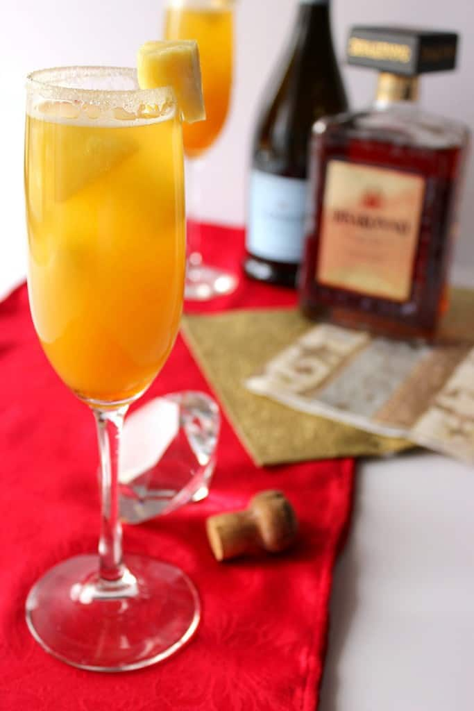 Celebrate any occasion with this Golden Statue Prosecco Cocktail. It's an award that is highly coveted in many social circles. LOL