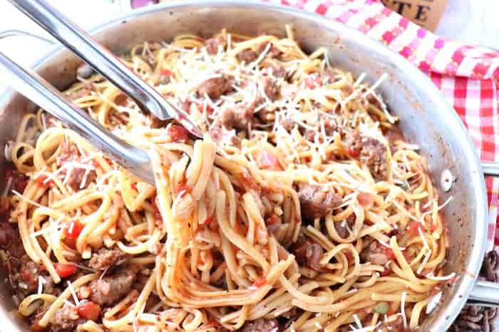 Easy Weeknight Dinner Recipes. Skillet filled with linguine, sausage, tomatoes and cheese.