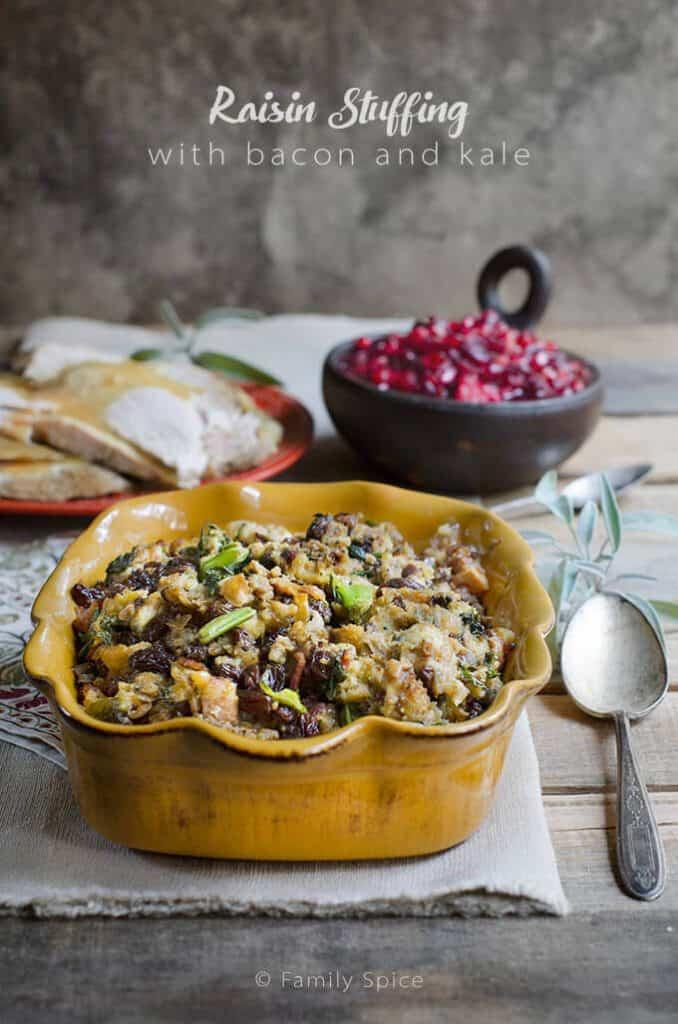 Thanksgiving Stuffing & Dressing Recipe Roundup 2018 - Friday's Featured Foodie Feastings - kudoskitchenbyrenee.com @kudoskitchen