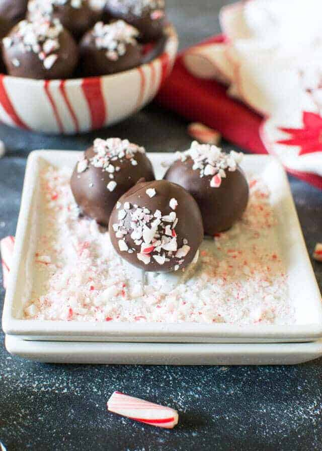 Today's Homemade Candy Recipe Roundup for Friday's Featured Foodie Feastings is for those of us who enjoy giving homemade gifts of love during the holidays. Sweet! - kudoskitchenbyrenee.com
